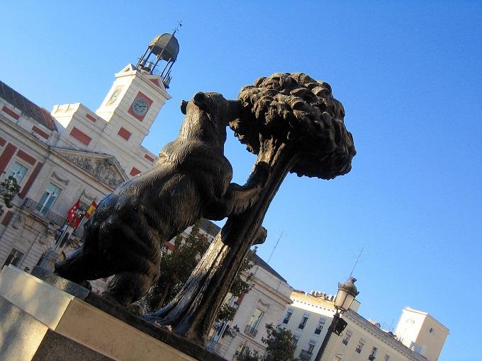 La statue de l'ours et de l'arbousier