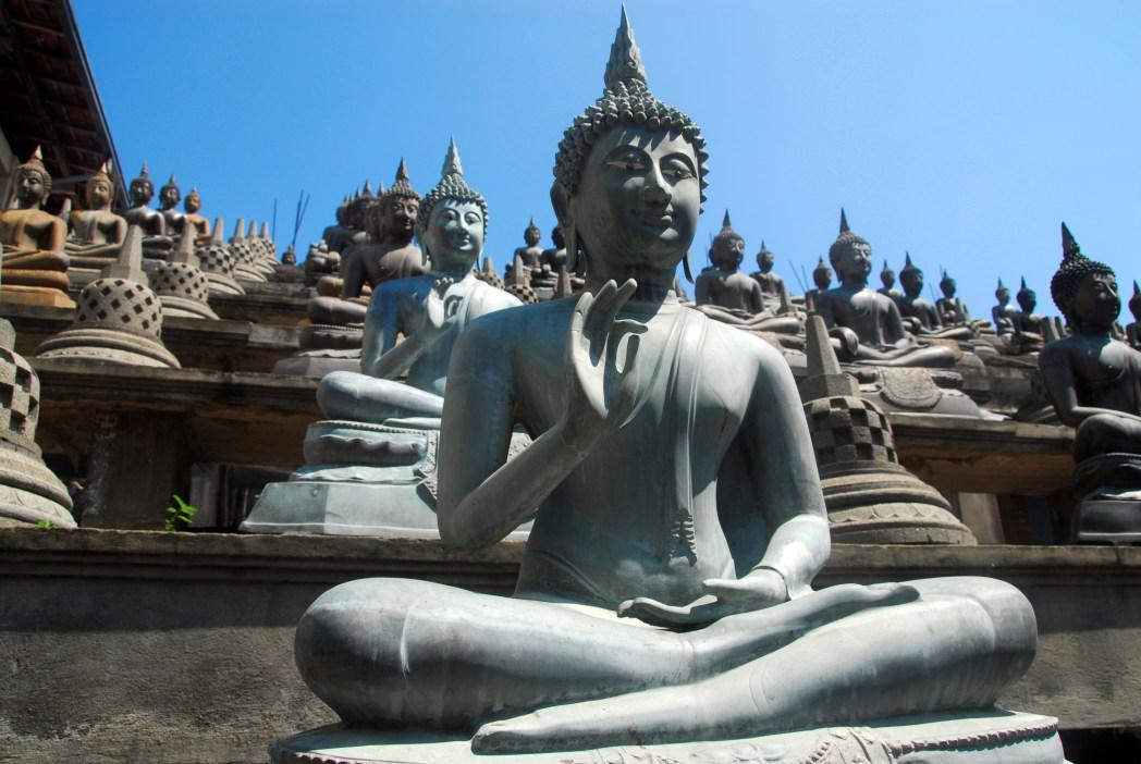 eec651a8afb7f4 Si vous parvenez à vous extirper de votre luxueuse chambre climatisée, vous  pourrez partir à la découverte de temples, de monastères et de nombreux  stupas ...