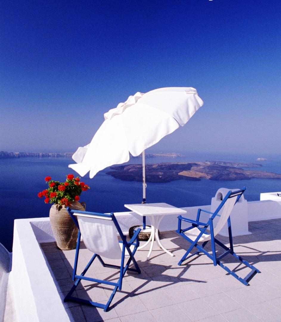 Vue depuis un balcon à Santorin