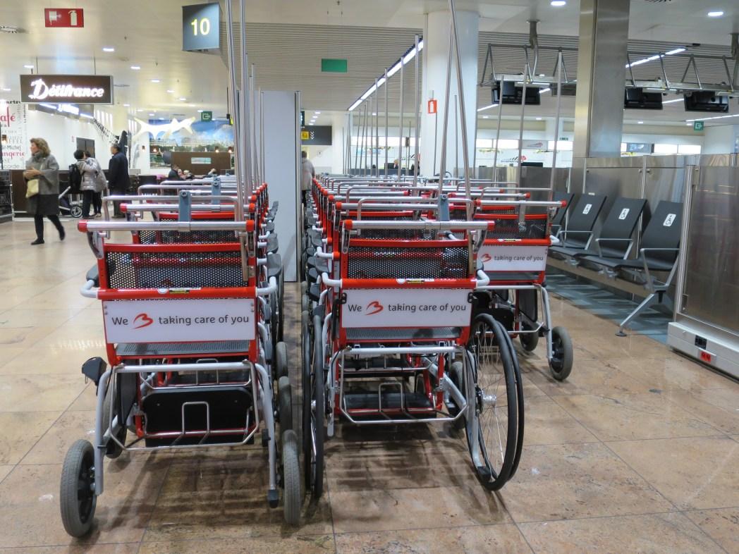 fauteuil roulant à l'aéroport