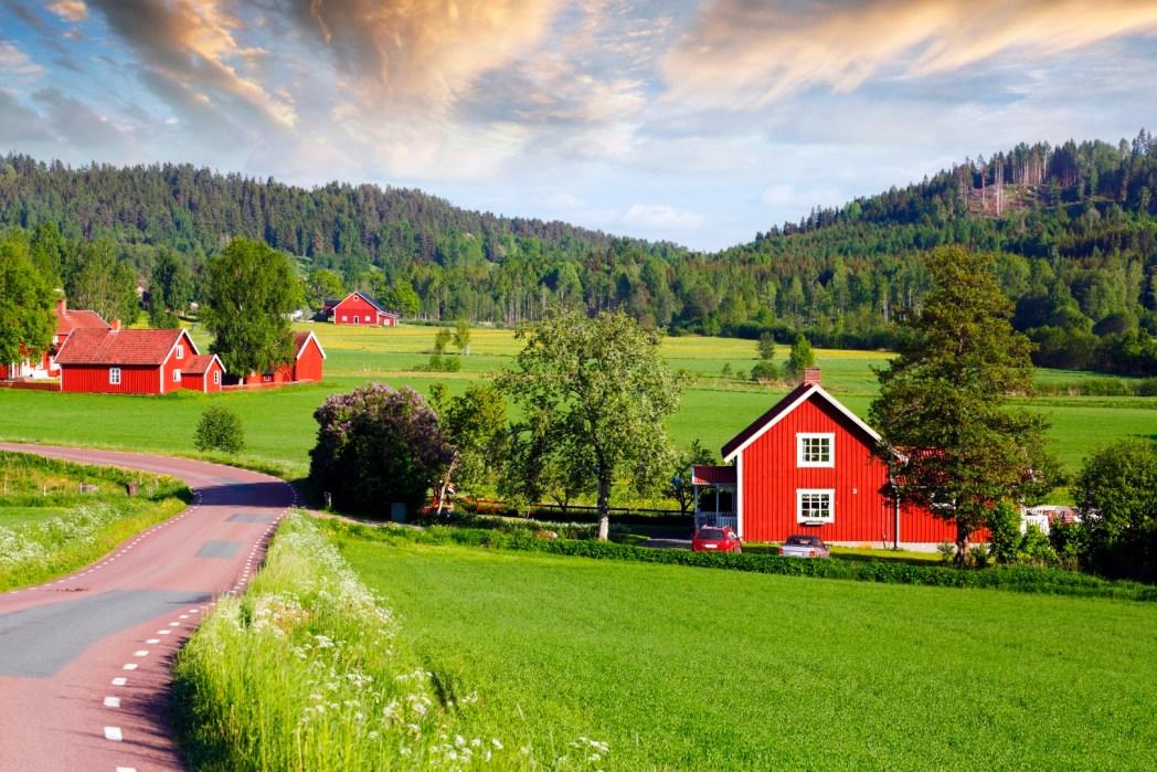 Maison rouge de la campagne suédoise
